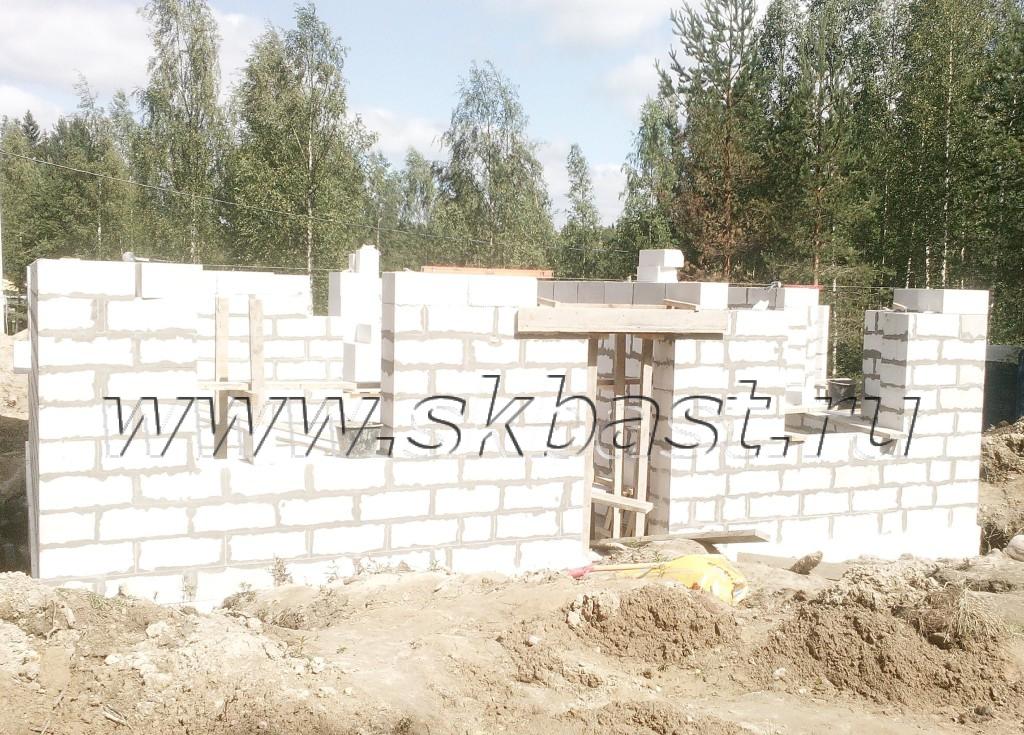 kladka-gazobetona-pervogo-etaga-v-roschino-1024×735