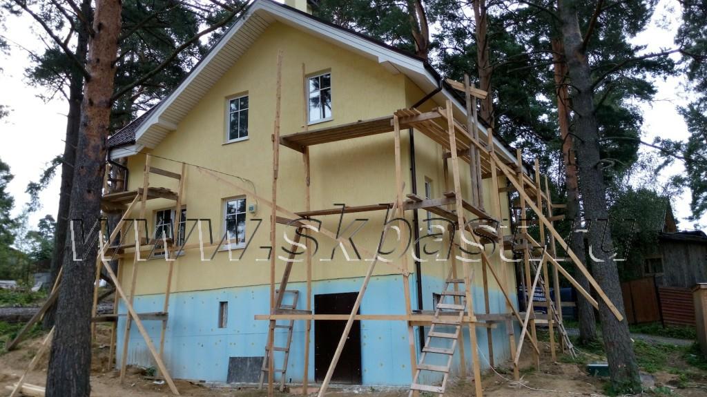 dom-iz-gazobetona-s-otdelkoi-fasada-v-vaskelovo-1024×575