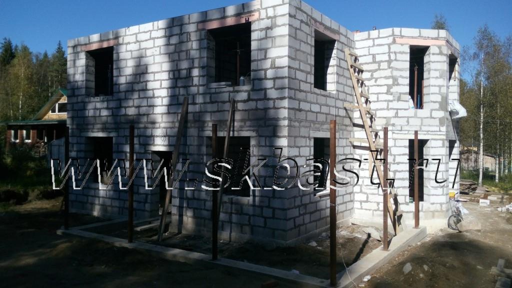 dva-etaja-doma-iz-gazobetona-v-lebyajie-1024×575