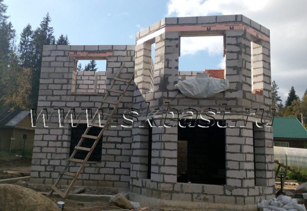 montaj-sten-vtorogo-etaja-doma-iz-gazobetona-v-roschino54102db6327c0-1024×703