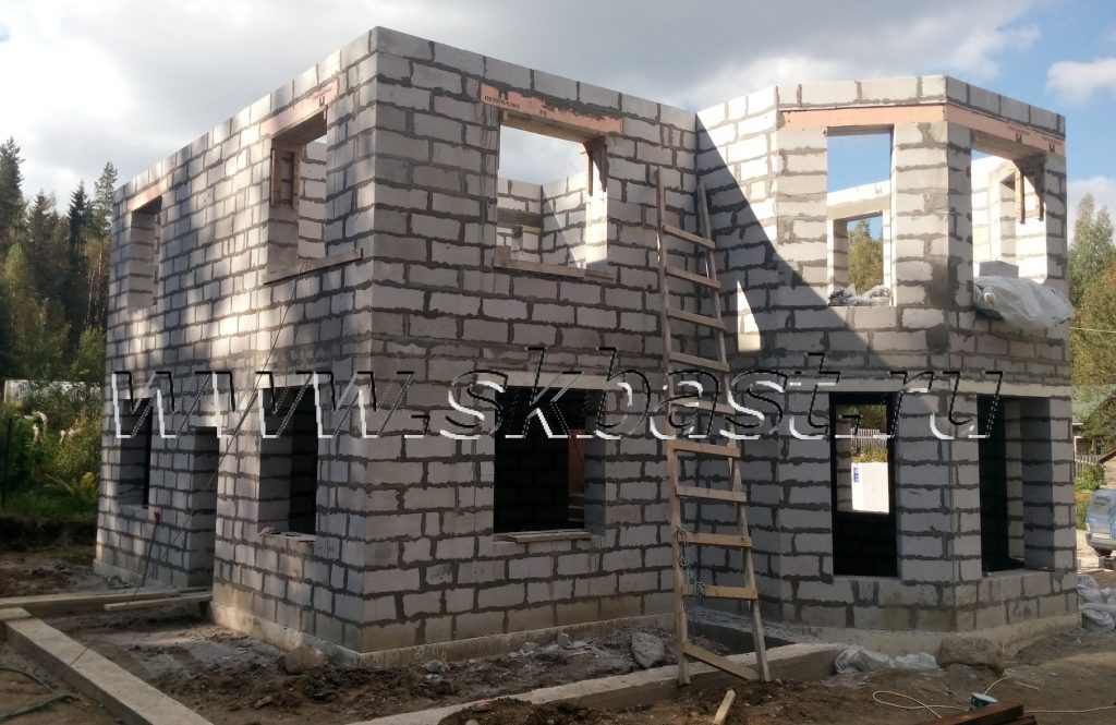 voavedenie-sten-vtorogo-etaja-gazobetonnogo-doma-v-lebede-1024×665