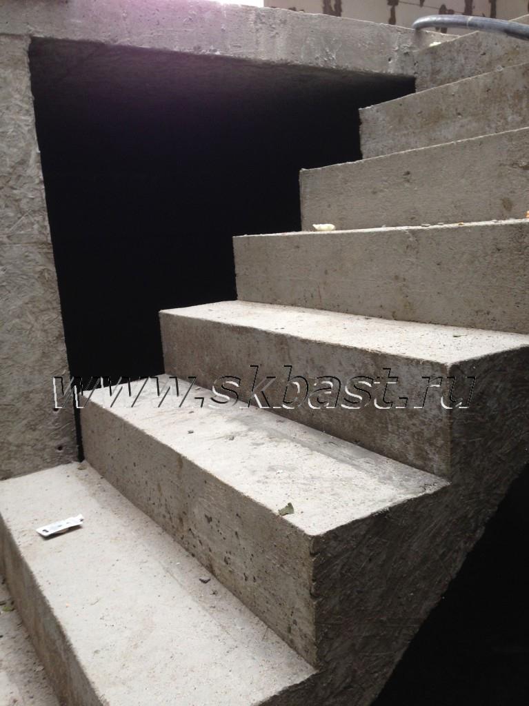 monolitnaya-lestnitsa-v-podval-proekt-l-155-1p-767×1024