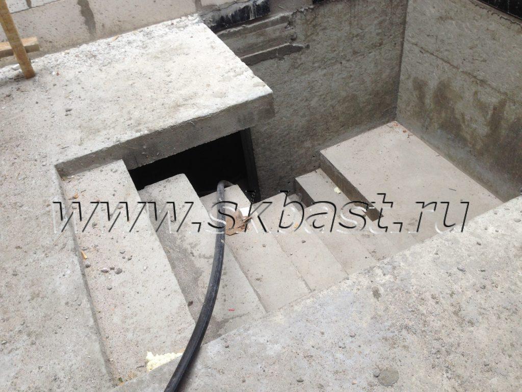 monolitnaya-lestnitsa-veduschaya-na-teh-etaj54365f8465980-1024×768