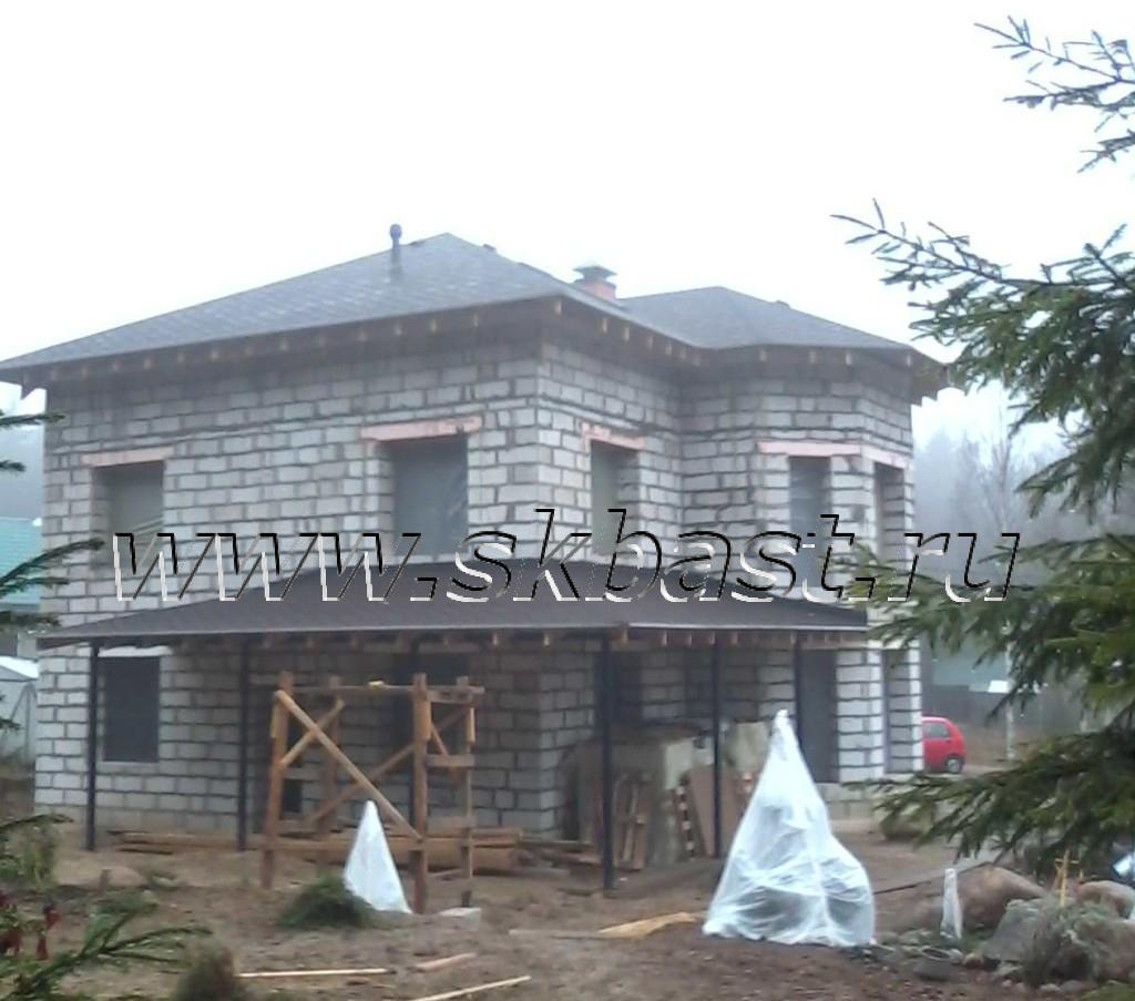 zaversheno-sroitelstvo-korobki-doma-po-proektu-57-11-1024×903