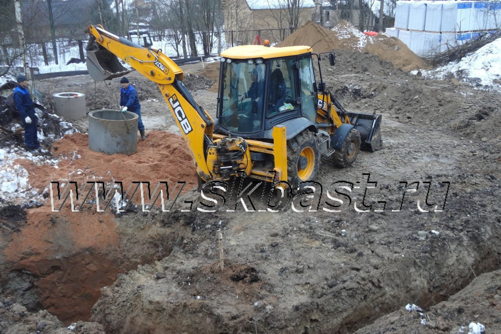 montaj-kolets-kolodtsa-na-uchastke-v-viritse-1024×682