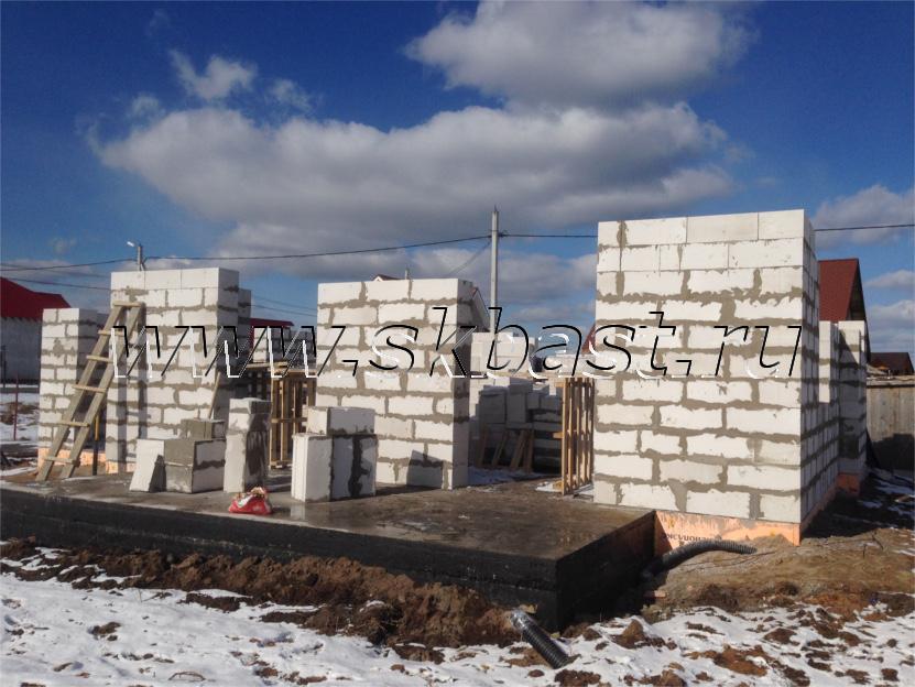 kladka-gazobetoonnyh-blokov-pervyi-etag-dom-po-proektu-k-185-1k