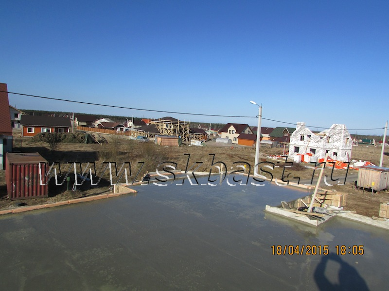 posle-zalivki-betona-stroitelstvo-doma-po-proektu-k-185-1k