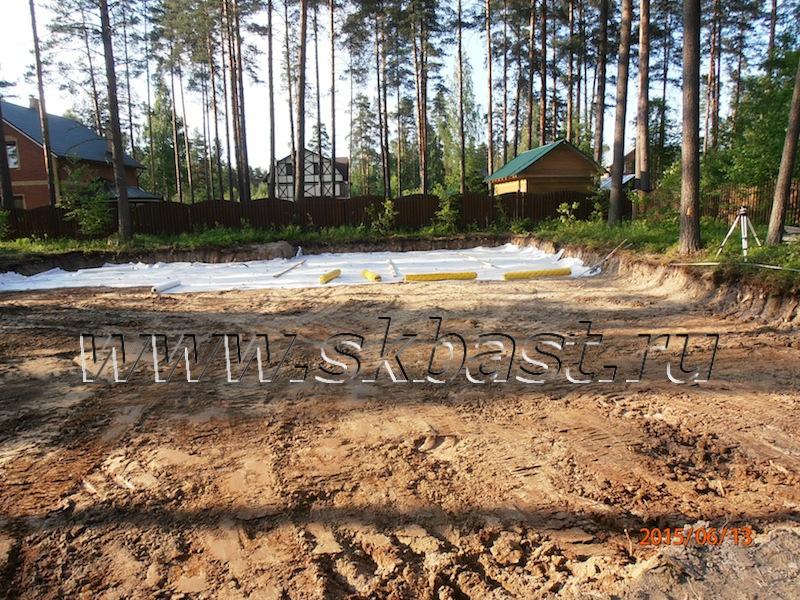 ukladka-geotekstilya-pod-podushku-v-virise-63-08