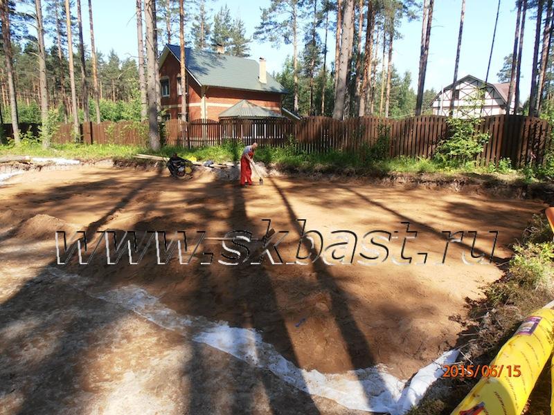 ustroistvo-peschano-schebenochnoy-podushki-pod-fundament-v-viritse-63-08