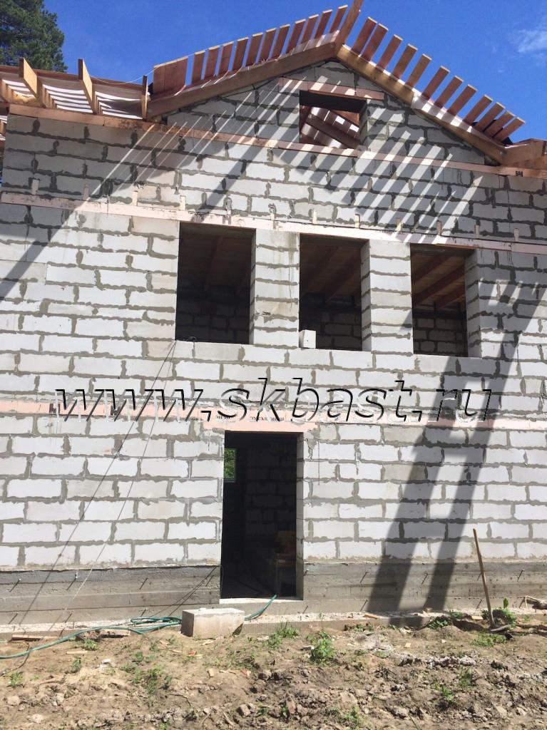 montag-stropilki-doma-iz-gazobetona-po-proektu-50-82-pod-gatchinoi-767×1024