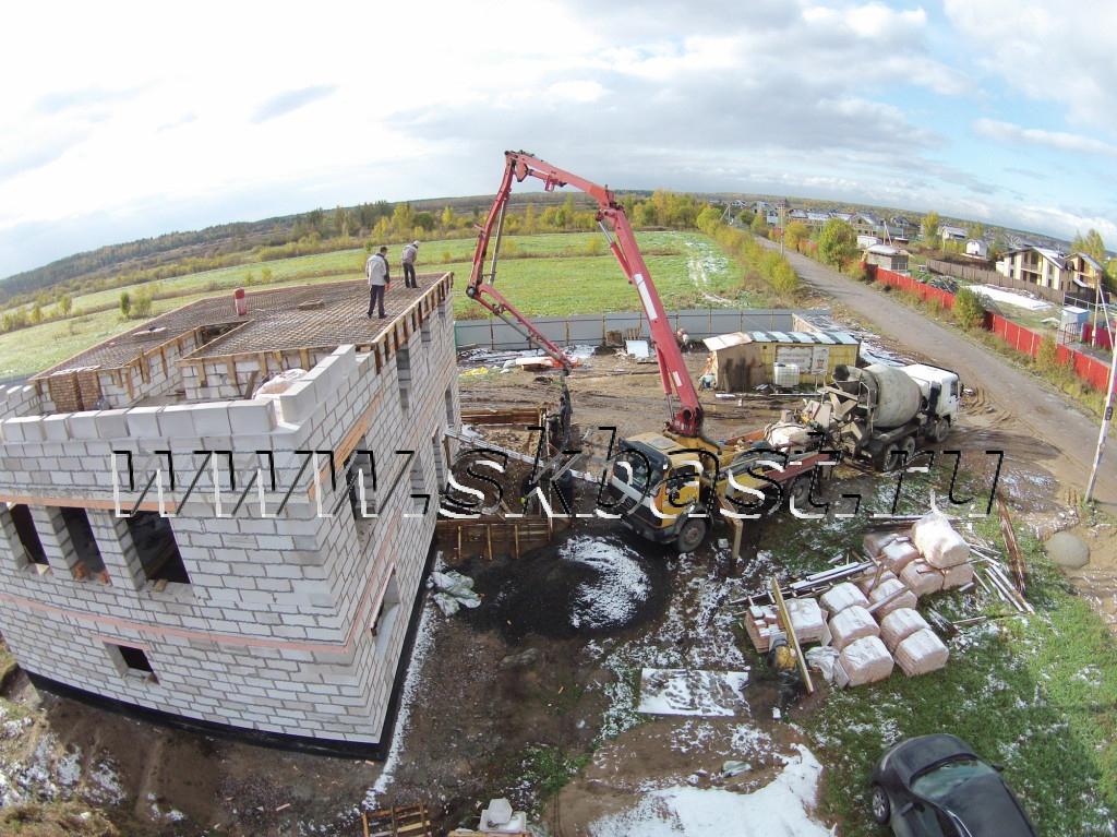 zalivka-betona-b24-s-abn-tretego-etaga-v-razmetelevo-4-1024×767