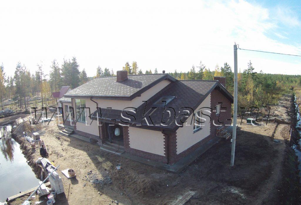fasadnye-raboty-doma-po-proektu-kv-129-0-25-km-dorogi-jizni-1024×697