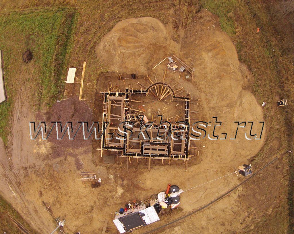 montaj-opalubki-dom-po-individualnomu-proektu-vsevologskii-raion-2015-1024×815