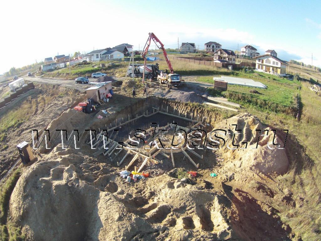 zalivka-fundamenta-betonom-b25-v-korkinskie-prostory-2015-1024×767