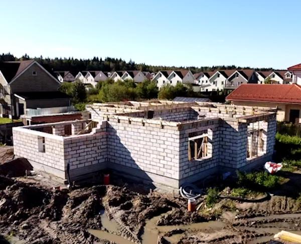 Монтаж стен и перекрытий дома